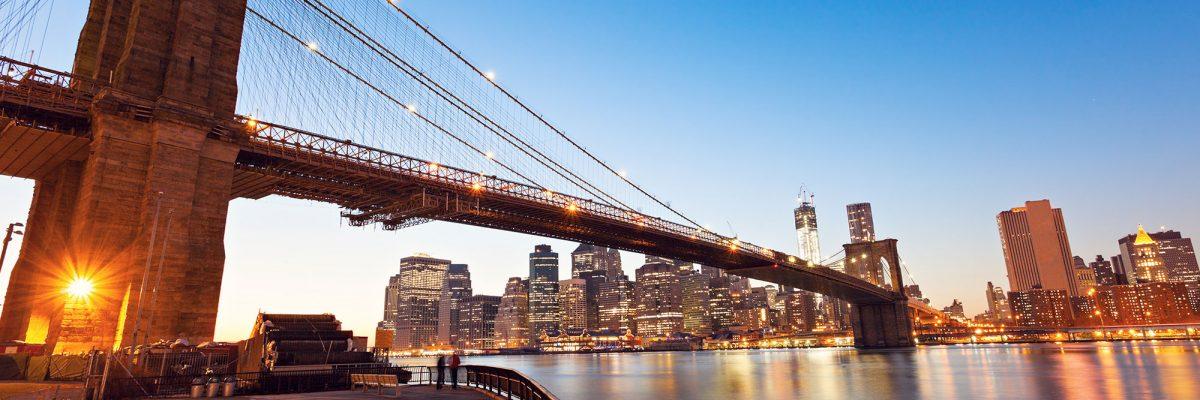 brooklyn-bridge-in-new-york-at-evening-3PE4QWM.jpg